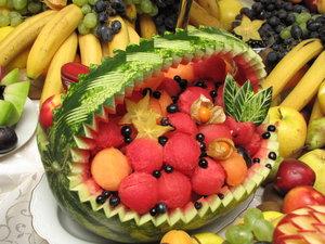 Decorating Cake With Freshfruit